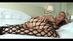 Hot bonde in fishnets