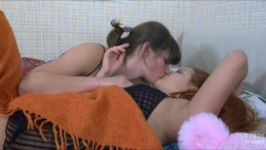 Lesbians kissing and having sex