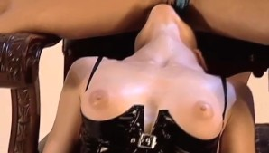 Hot Fetish-Babes in a kinky threesome