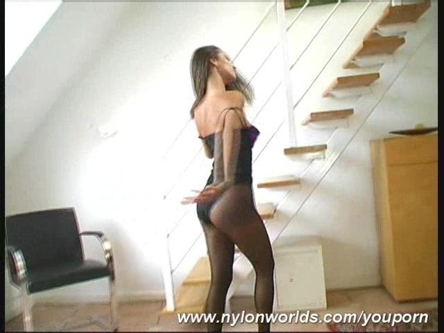 Jennifer Babe in nylon pantyhose