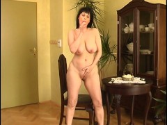- Brunette gyrating to h...