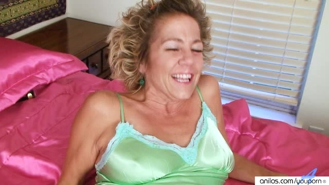 Lonely Mature Housewife Solo
