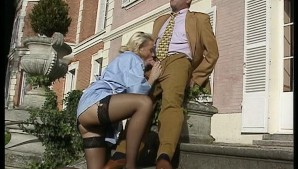 Threesome on the front steps - DBM Video