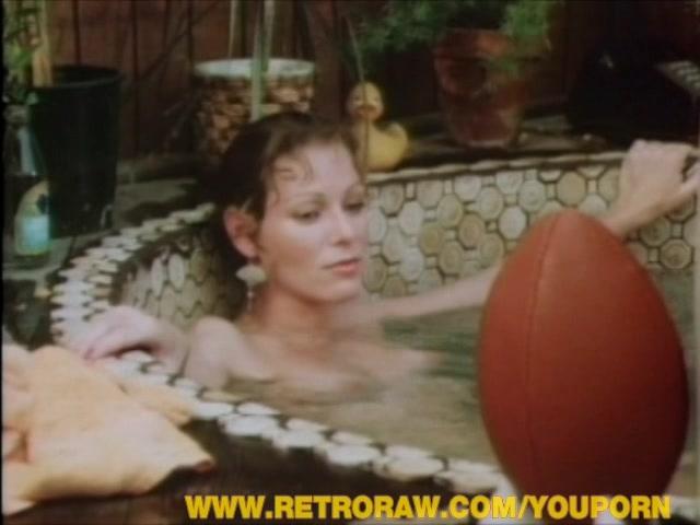 Stunning retro chick swallowing cum