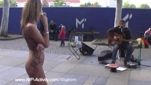 Sweet babe shows her slim ass in public