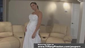 SEXY BRUNETTE BRIDE MASTURBATE