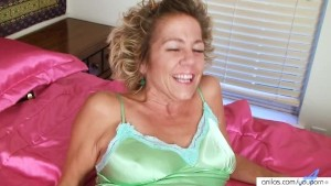 Hairy mature housewife masturbates