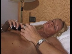 Sexy MILF shows us her...