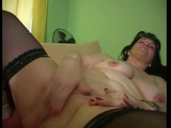 Hey look my pussy is falling out (clip)