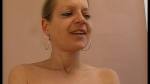 Timid MILF uses a rotating vibrator too get the job done