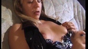 Sexy MILF cums for the camera