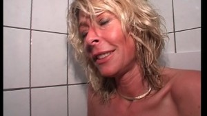Georgous blonde bangs herself on the toilet (clip)