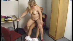 Older big n lovely ejoys the pleasure of a younger man