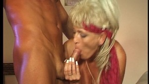 Hot mature woman still lovin the 80's!! (Clip)