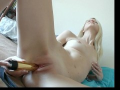 natural blonde masturbate in the morning