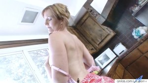 Housewife Water Masturbation Striptease