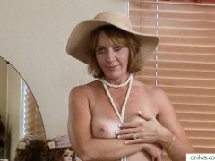 Lonely Milf Uses 2 toys to get off