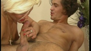 Short haired minx gets fucked sideways and then double-holed