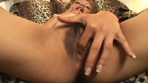 Honey Dijour devouts her bearded oyster (clip)