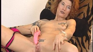 Tattooed lady gets herself off