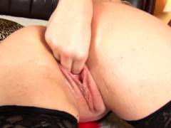 BBW MILF Lindsay using two dildos in her pussy at once