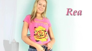 Sexy blonde Rea pees while using vibrator