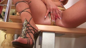 Blonde babe Cindy shows off her body - CzechSuperStars