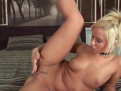 Caren lets us watch her get off - CzechSuperStars