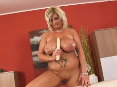 Picture Busty, plump Cynthia masturbating - CzechSup...