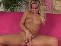 Caren masturbates herself for us - CzechSuperStars