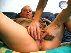 Computer repairman fucks a chubby chick - Sascha Production