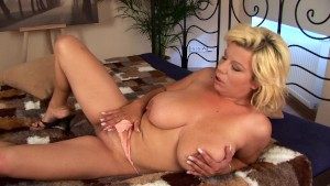 Busty Vanda makes herself moan - CzechSuperStars