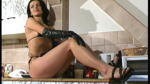 Flexi Radka girl in kitchen (clip)