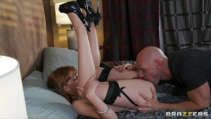 Hot cheating wife fucks a big-dick while talking t