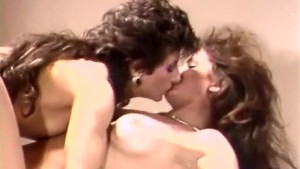 Hot retro ladies in lesbian action
