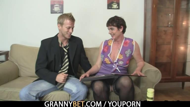 Порно зрелая дама с молодым
