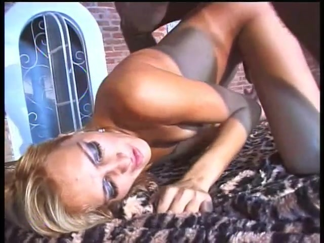 Sexy Shemale In Pantyhose - Lucky Devil