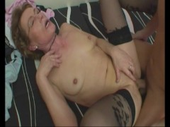 Young guy gets some older woman pussy - Julia Reaves