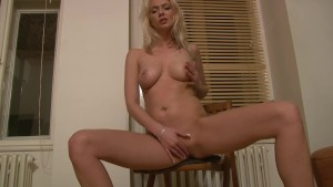 Hot young blonde knows how to get a good time with her vibrator - Julia Reaves