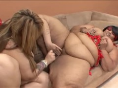 - Couple Of SSBBW Eat Ea...