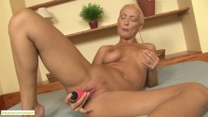 Leggy Cougar Carol Jams Pussy With Dildo