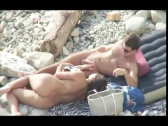 He talked her into a blowjob on the nudist beach