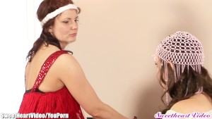 SweetHeart Sinn Sage Licks Older Lesbian til she Screams