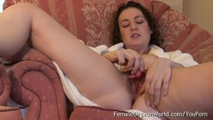 Hairy Coed Beth Buzzes Her Clit to A Pulsing Orgasm
