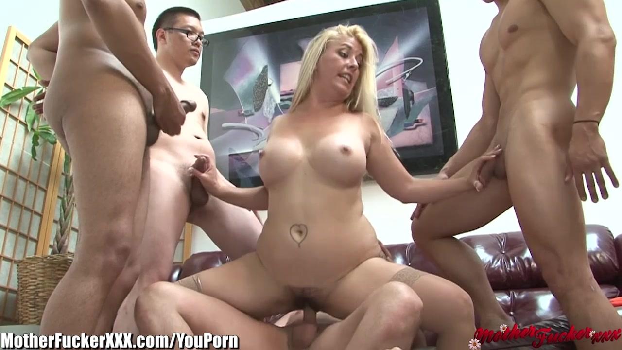 porno-ebut-zhenu-gang-bang