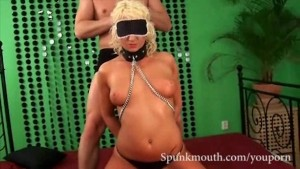 Natural Tits Noemi shows her cock sucking skills while blindfolded and gets CUM facial