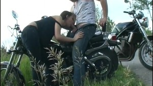 girl suck for motorbiking