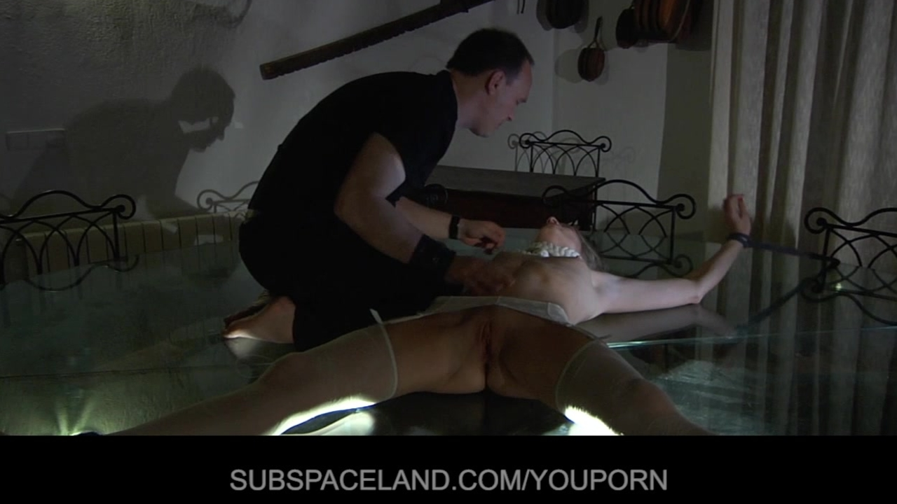 Beautiful blonde immobilized for fucked