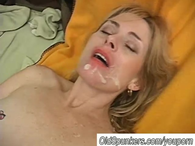 New porn Friends see wife naked pic