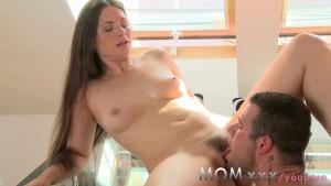 Dolce mamma ottiene gradevole penetrazione